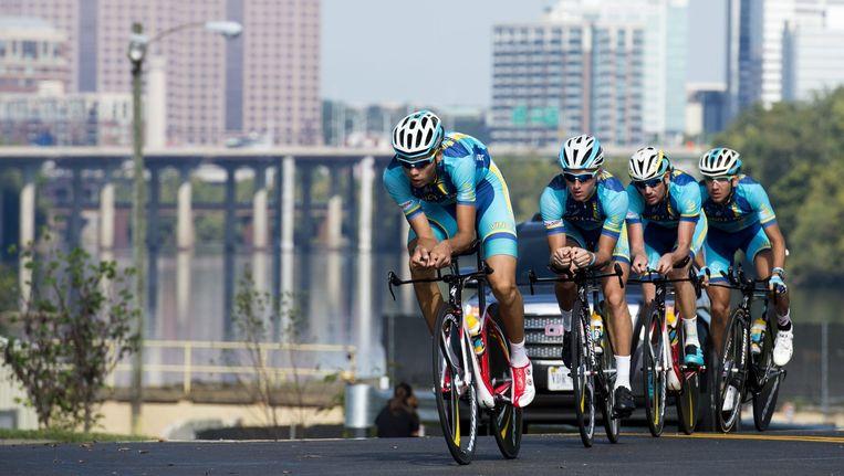 De wielerploeg van Astana tijdens de tijdrit op het WK Beeld anp