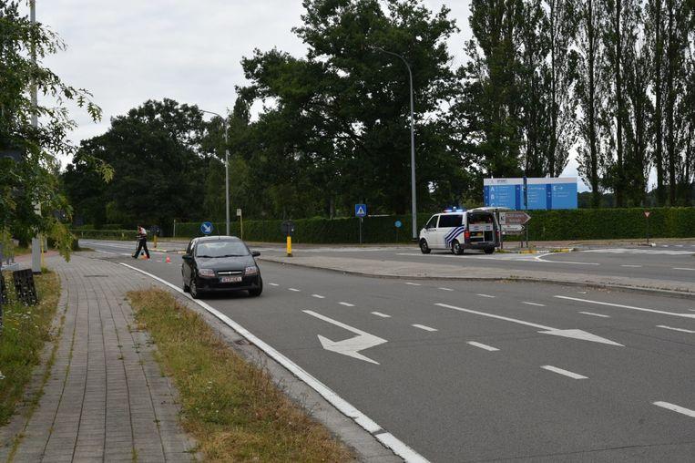 De fietser werd van de oversteekplaats gemaaid.