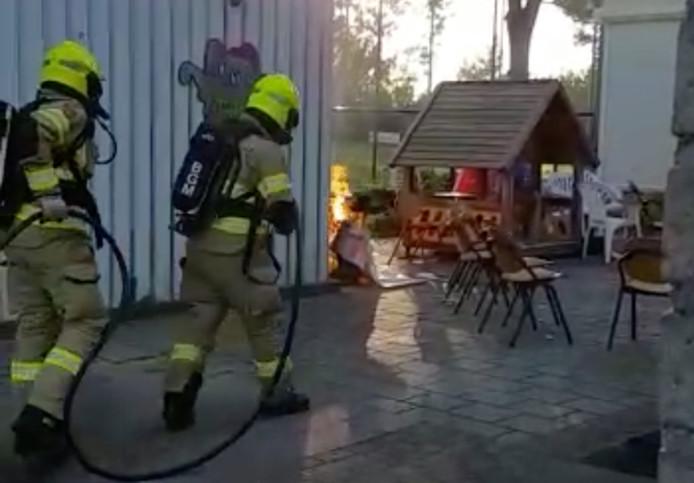 Brandje bij EMM Randwijk wordt geblust door de brandweer.