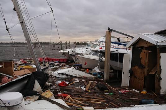 Kapotte schepen bij de pier in Panama City, Florida.