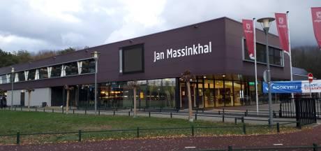 Daklozen krijgen tijdelijke woonunits achter Jan Massinkhal