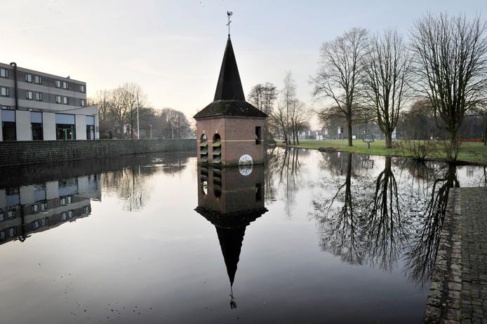 Het torentje van Wim T. Schippers in de vijver bij de Universiteit Twente