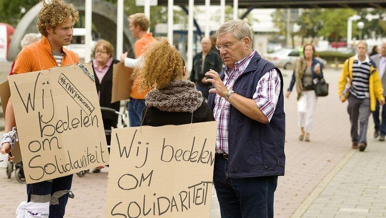 CNV Jongeren voeren actie en bedelen voor solidariteit omtrent de pensioenen bij de bij de 50PlusBeurs in de Jaarbeurs in Utrecht. Beeld anp