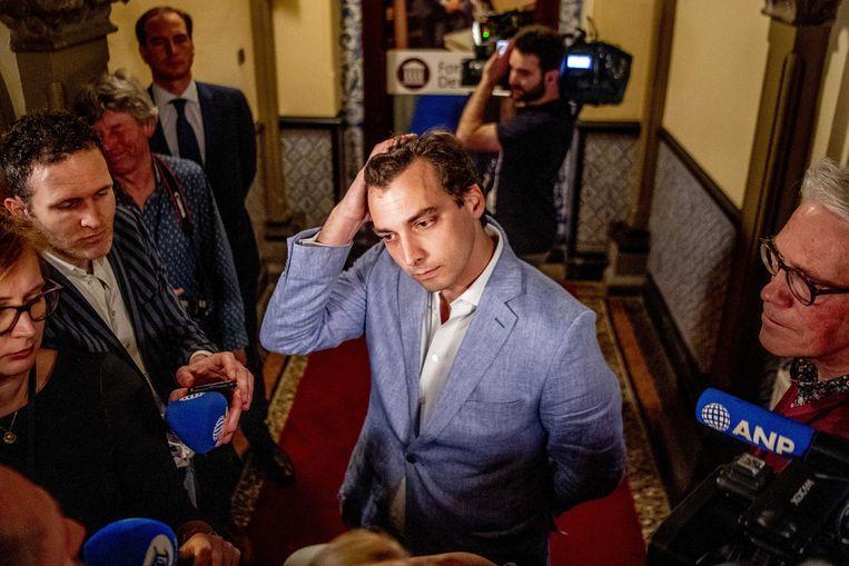 Thierry Baudet praat met de pers na de statenverkiezingen. Beeld EPA