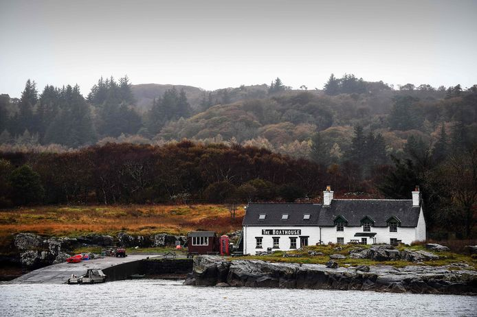 Het boothuiscafé op het eiland Ulva aan de westkust van Schotland. | ANDY BUCHANAN