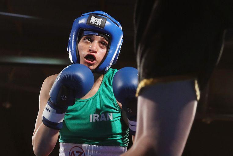 Sadaf Khadem won als eerste Iraanse vrouw een officiële bokswedstrijd. In Iran wordt boksen voor vrouwen als illegaal beschouwd.