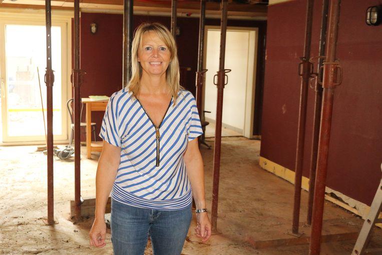 Carine Leire van WVA in 'De Spiegel', waar de voorbereidende werken voor de herinrichting al begonnen zijn.