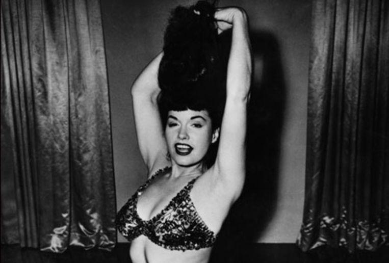 Pin-upicoon Bettie Page (85) is donderdagavond in Los Angeles overleden. Zij schiep de voorwaarden voor de seksuele revolutie van de jaren zestig, wordt vaak gezegd. (AFP) Beeld