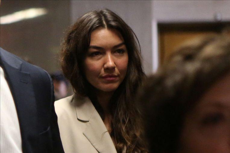 Mimi Haleyi stapt naar de rechtszaal.