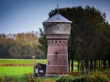 Op zoek naar een bijzonder stulpje? Kleinste watertoren (26 vierkante meter) van Nederland staat te koop