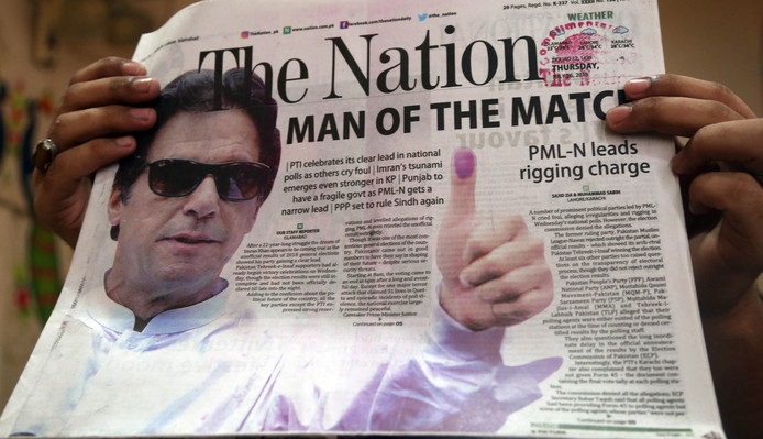 Een deel van Pakistan viert feest na de verkiezingen nu de voormalige superster Khan heeft gewonnen.