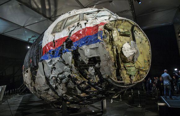 Een gereconstrueerd deel van het MH17 vliegtuig.