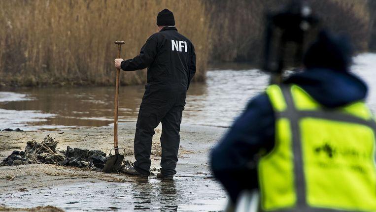 Onderzoek door politie en NFI bij het Oostvoornse Meer in het Rotterdamse havengebied Beeld ANP