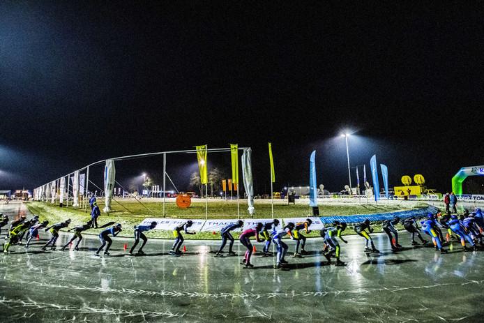 De eerste marathon op natuurijs werd vorig jaar in Haaksbergen verreden.