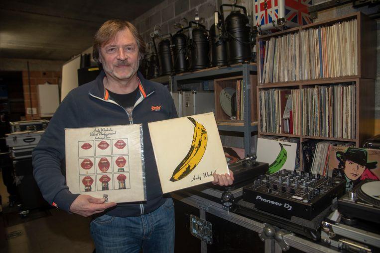 Roland Wijmeersch met de platenhoezen ontworpen door Andy Warhol.