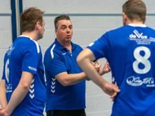 Coach Johann Peters valt in bij HV Huissen, scoort en kondigt zijn vertrek aan