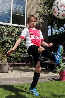 Daan (7) uit Oss mag niet voetballen op 'chemisch afval'