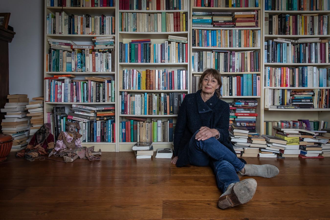 """Minka Nijhuis, thuis in Amsterdam, maar opgegroeid in Nijverdal. ,,Opgroeien in de stad, ik kon me daar niks bij voorstellen, ik vond dat bijna zielig. Niet zo vrij naar buiten kunnen."""""""