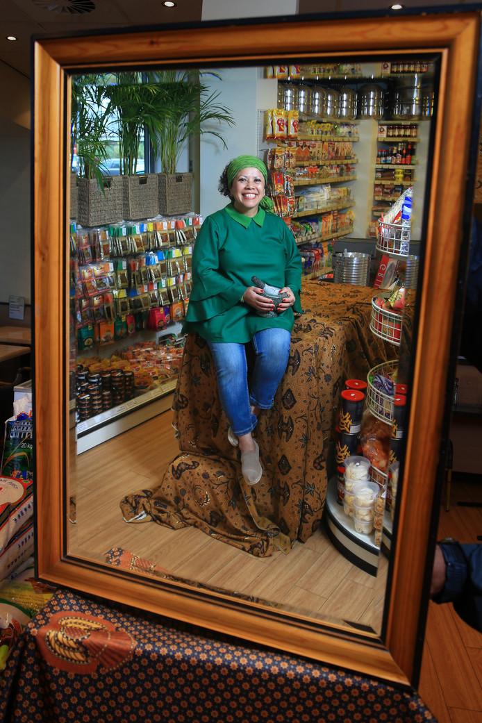 Vera Andreas: 'Van kinds af aan speelde ik al winkeltje in de toko.'