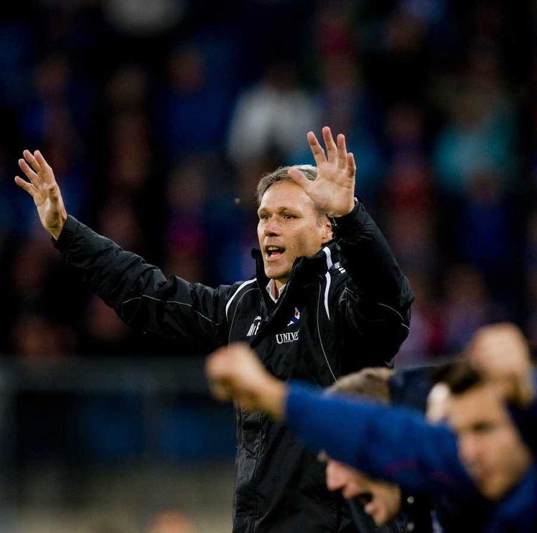 SC Heerenveen-trainer Marco van Basten juicht na de 2-0 tijdens de wedstrijd tegen NAC. Beeld anp