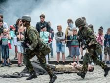 Landmacht lokt jongeren met pantserwagens en grote geweren in Breda