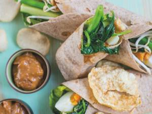 Wat Eten We Vandaag: Gado gado wrap met pindasaus