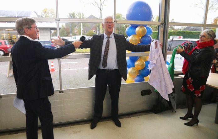 Wethouder Piet van Leenen openende de nieuwe kringloopwinkel.