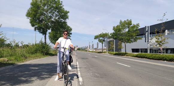 Mobiliteitsschepen Caroline Maertens wil de Izegemnaars massaal doen fietsen.