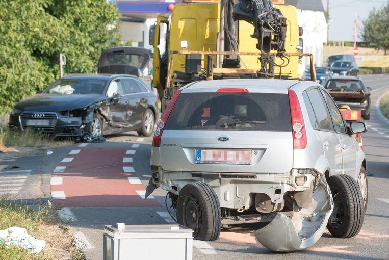 De twee aangereden wagens liepen heel wat schade op.