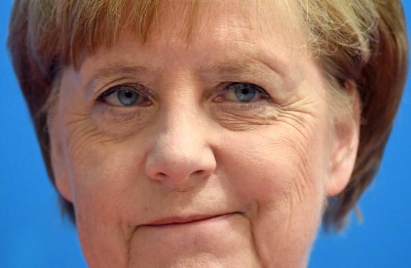 'Merkel is haar politieke rivalen te slim af'