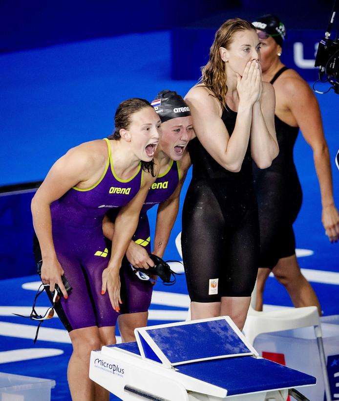 Kim Busch, Kira Toussaint en Femke Heemskerk schreeuwen Ranomi Kromowidjojo toe.