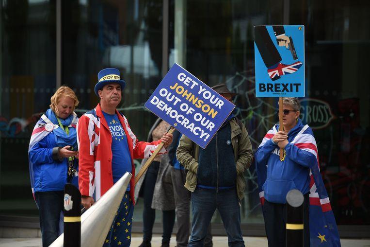 Anti-brexitdemonstranten staan voor het congrescentrum in Manchester waar de Britse Conservatieve partij deze week haar jaarlijkse congres houdt.