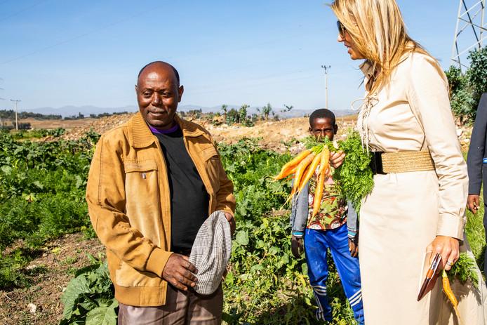 Koningin Máxima op bezoek bij de Habesha-brouwerij in Ethiopië.