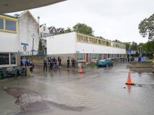 Straten vol met water door gesprongen leiding in Rotterdam-Zuid