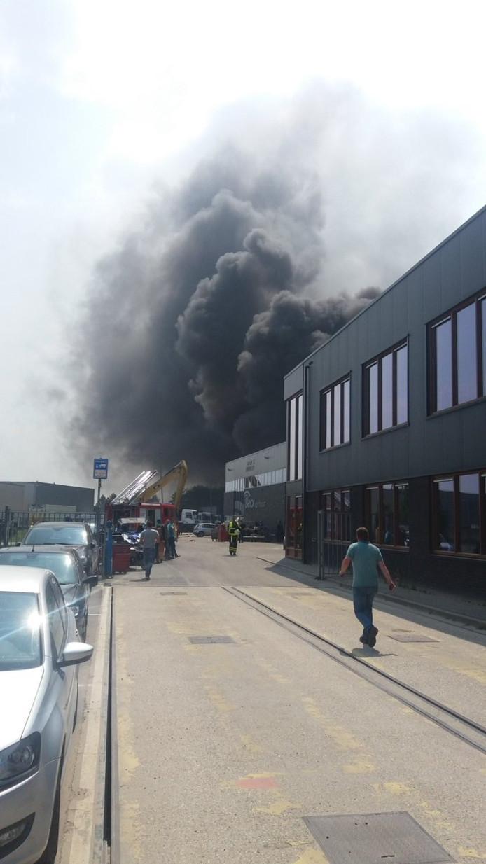 Hoe de brand aan de Notelstraat in Esbeek is ontstaan, is nog onbekend.