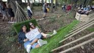 """'Ontprikkelen' in het Cultuurbos: """"Ik kan hier nog uren blijven liggen"""""""