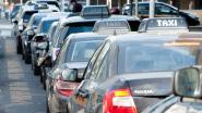 Agenten zien vrouw taxi toetakelen met haar stiletto's: werkstraf van 70 uur