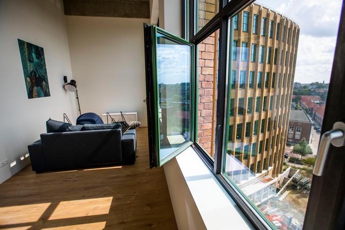 Een blik uit het raam van een loft op een van de bovenste verdiepingen, in de richting van de Frederiklaan.