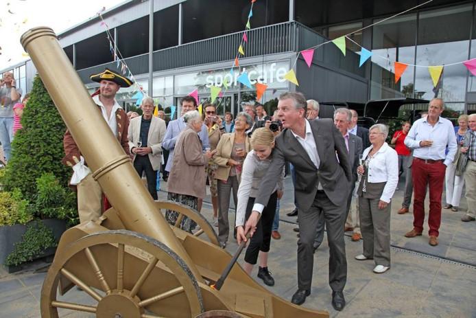 Toenmalig sportwethouder Laurens de Kleine opende in 2013 de tweede sporthal op De Sypel. Nu al is er weer ruimte te weinig in Harderwijk en Hierden.