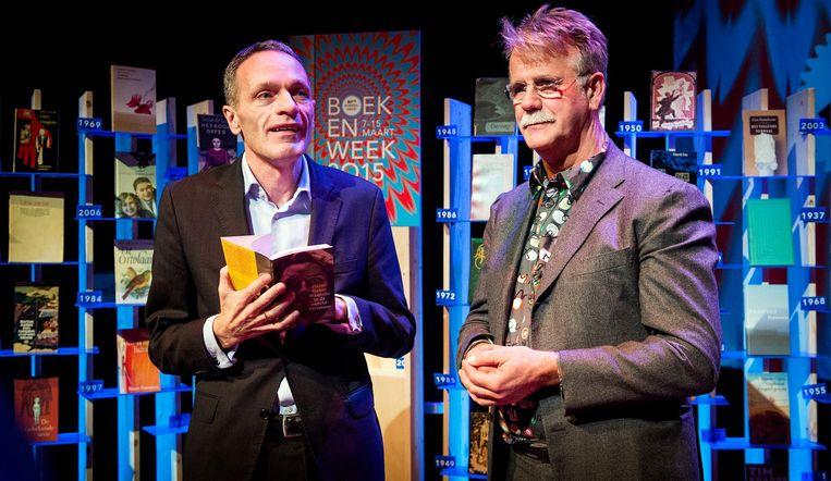 Pieter Steinz (L) schrijver van het boekenweekessay tijdens de presentatie van de plannen voor de 80ste Boekenweek in 2015. Beeld anp