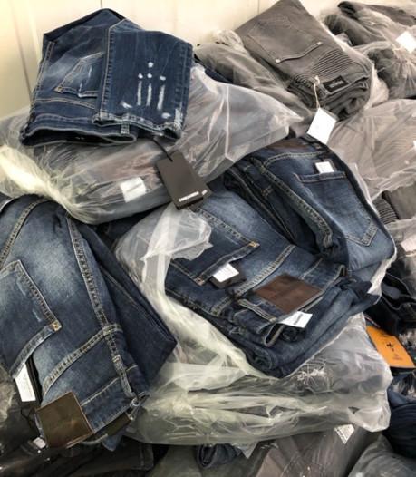 FIOD vindt kilo's nepkleding van dure merken en tienduizenden euro's cash