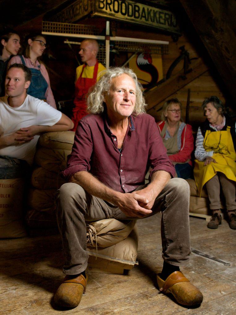Wouter Pfeiffer (59) is meester-molenaar op korenmolen De Vriendschap in Weesp.  Beeld Eva Roefs