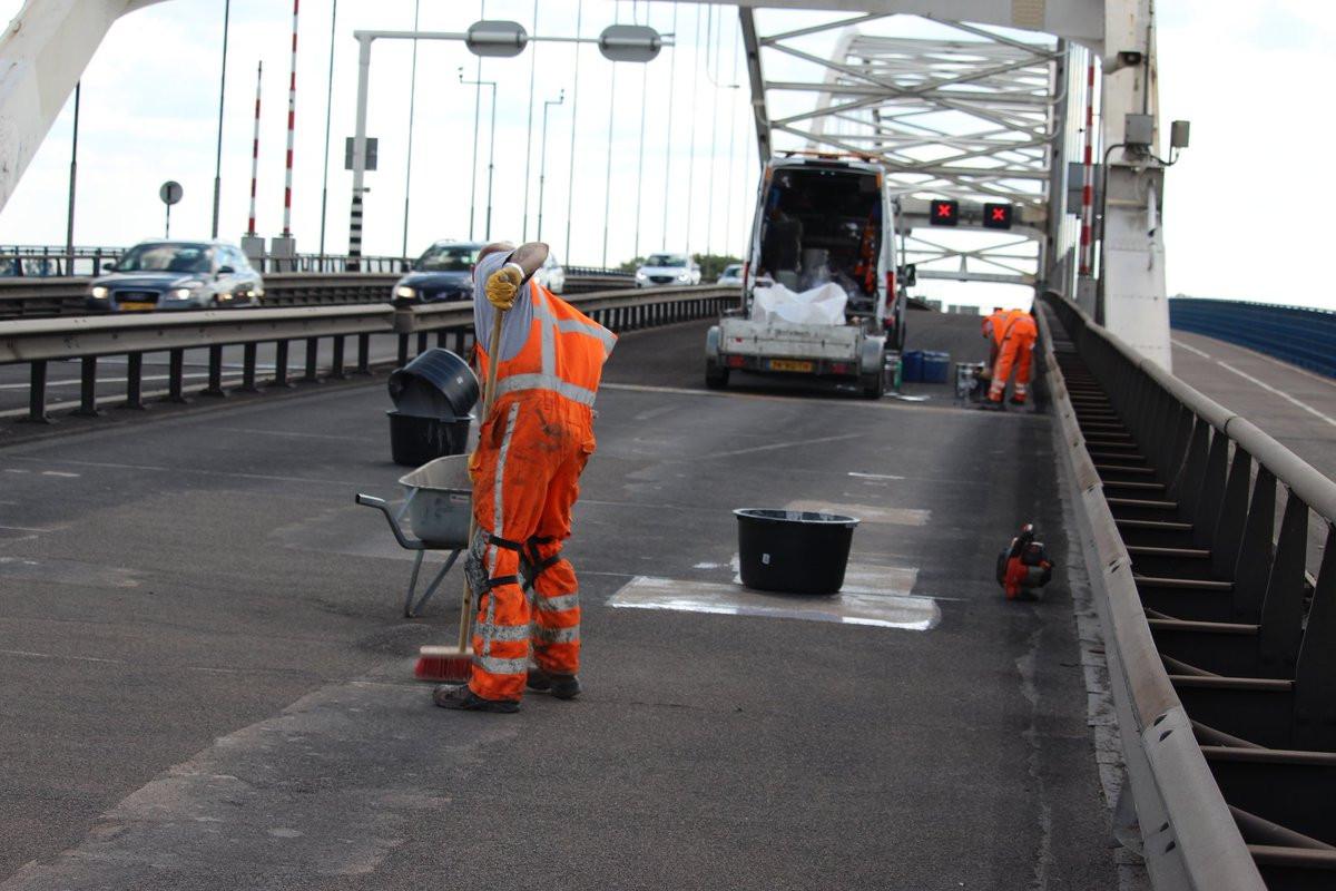 Werkzaamheden op de Merwedebrug bij Gorinchem.