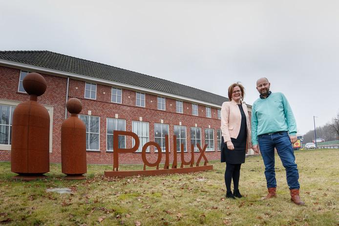 Henriette Petersen en Grzegorz Pawnuk voor de hoofdvestiging van Pollux in Roosendaal.