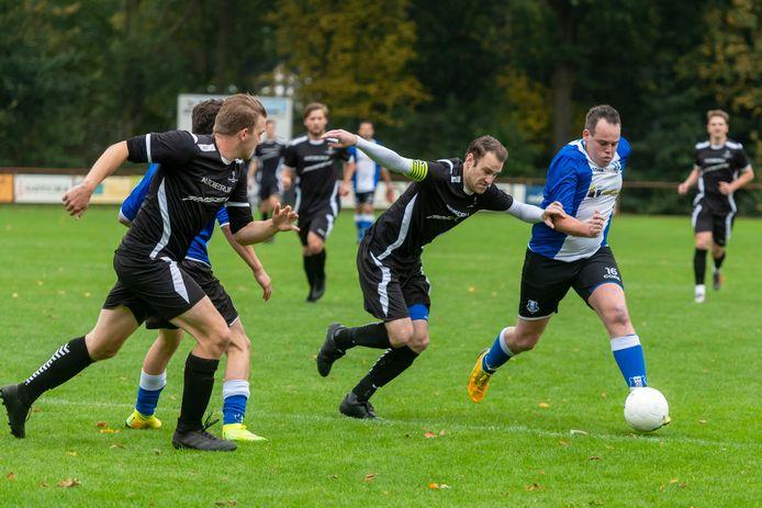 Molenschot en Neerlandia'31 speelden voor de tweede keer dit seizoen tegen elkaar. In de beker won Neerlandia'31 met 4-0, in de competitie verdeelden beide clubs de vier doelpunten eerlijker: 2-2.