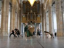 Thuis dansen en trainen in het park, maar Introdans is terug
