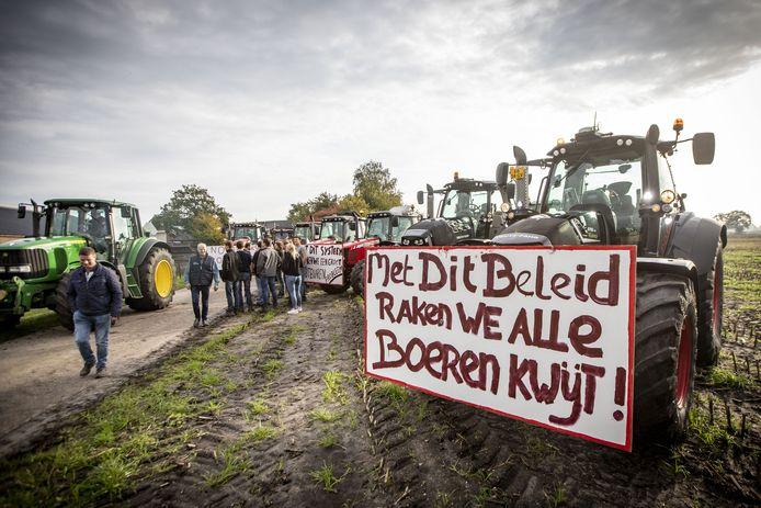 Vanuit Tubbergen vertrekken boeren gezamenlijk naar Zwolle.