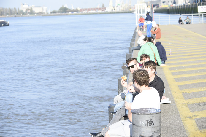 De ponton aan het Steenplein in Antwerpen