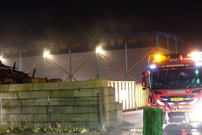 Bij afvalverwerker Van Werven is vanavond brand ontstaan.