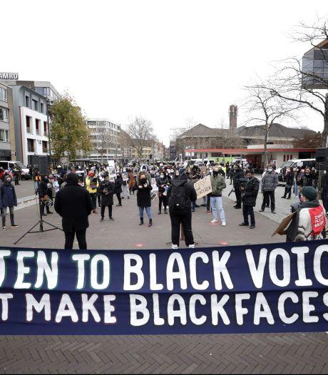 Zwarte Piet-demonstratie in Venlo verloopt grimmig: vier tegendemonstranten gearresteerd
